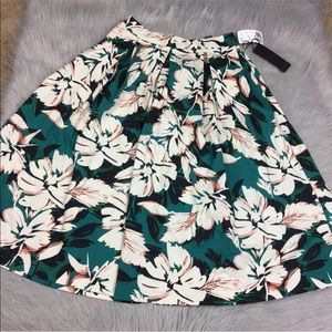 Forever 21 green multi pleated skirt small